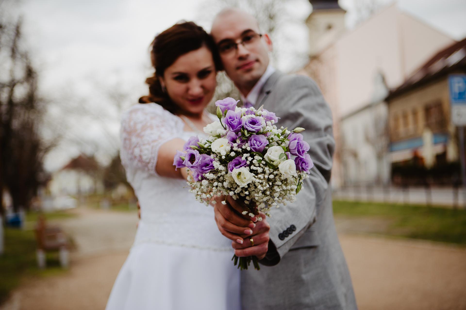 portrétní svatební fotografování Studio Beautyfoto Lysá nad Labem, zimní svatba Lysá nad Labem, svatba na radnici Lysá nad Labem