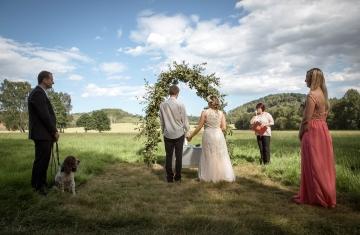 svatební fotograf boho svatba přírodní svatba-18