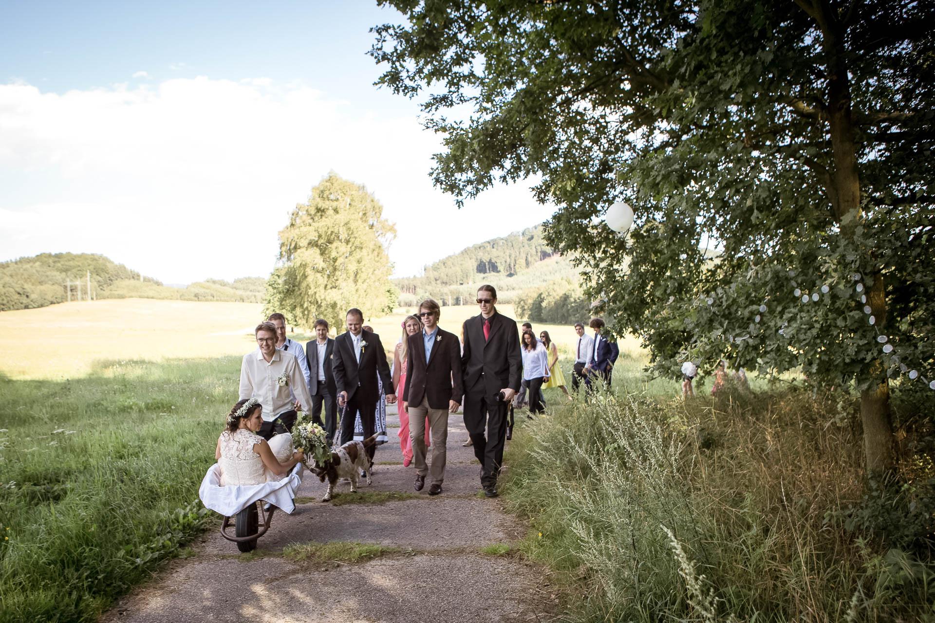 svatební fotograf boho svatba přírodní svatba-37