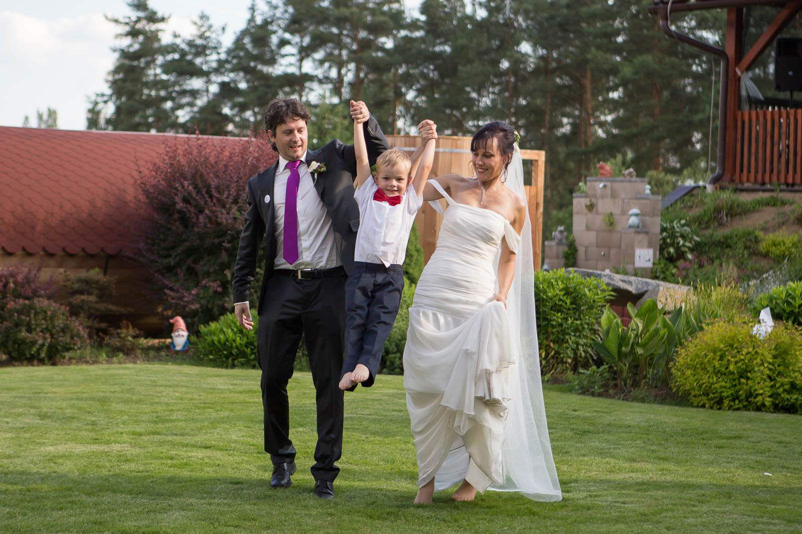 Svatební-fotografie-Mirka-a-Petr-svatební-fotograf- svatebni-kameraman-studio-Beautyfoto-Jižní-Čechy-Zvíkov-Orlík-svatební-video beautyfoto-97