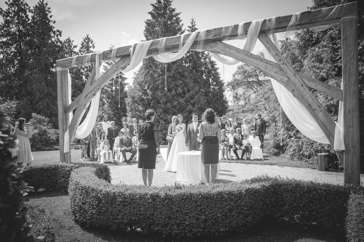 Svatební-obřad-zámek-Loučeň-Svatební-fotograf-Studio-Beautyfoto-Svatba-Loučeň-Svatební-video