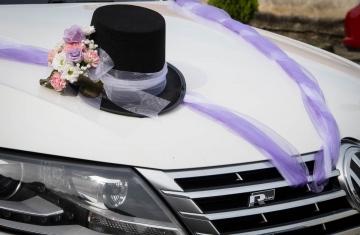svatební-auto-pro-ženicha-Svatební-fotograf-Studio-Beautyfoto-Svatba-Loučeň-Svatební-video