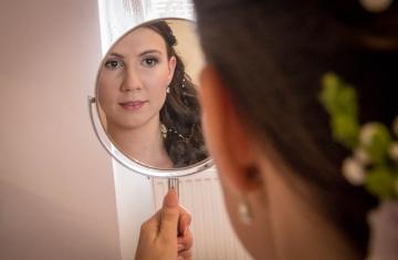 Svatební-vizáž-nevěsta-Svatební-fotograf-Studio-Beautyfoto-Svatba-Loučeň-Svatební-video