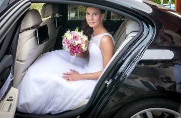 odjezd-nevěsty-Svatební-fotograf-Studio-Beautyfoto-Svatba-Loučeň-Svatební-video