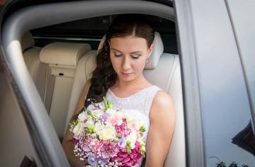 svatební-auto-pro-nevěstu-Svatební-fotograf-Studio-Beautyfoto-Svatba-Loučeň-Svatební-video