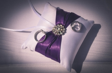 Snubní-prsteny-Svatební-fotograf-Studio-Beautyfoto-Svatba-Loučeň-Svatební-video