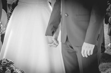 ženich-nevěsta-obřad-zámek-Loučeň-Svatební-fotograf-Studio-Beautyfoto-Svatba-Loučeň-Svatební-video