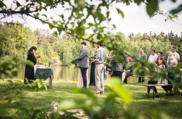 svatební fotografie Soňa & Lukáš, svatba v lese, boho, přírodní svatba - svatební fotograf Studio Beautyfoto