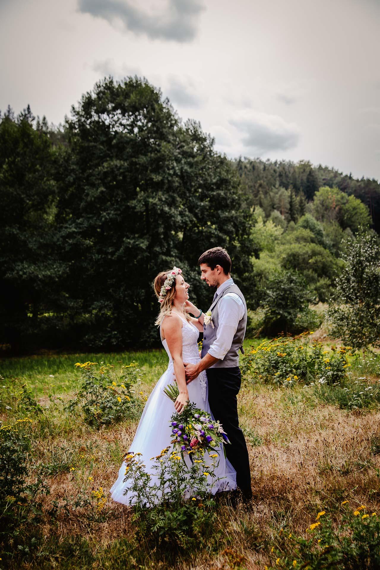svatba v boho stylu, rustikální svatba, přírodní letní svatba Kokořínsko-142