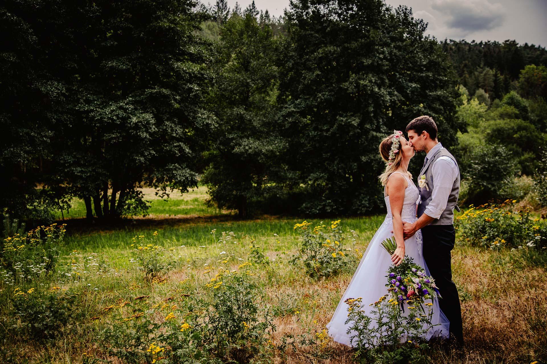 svatba v boho stylu, rustikální svatba, přírodní letní svatba Kokořínsko-143