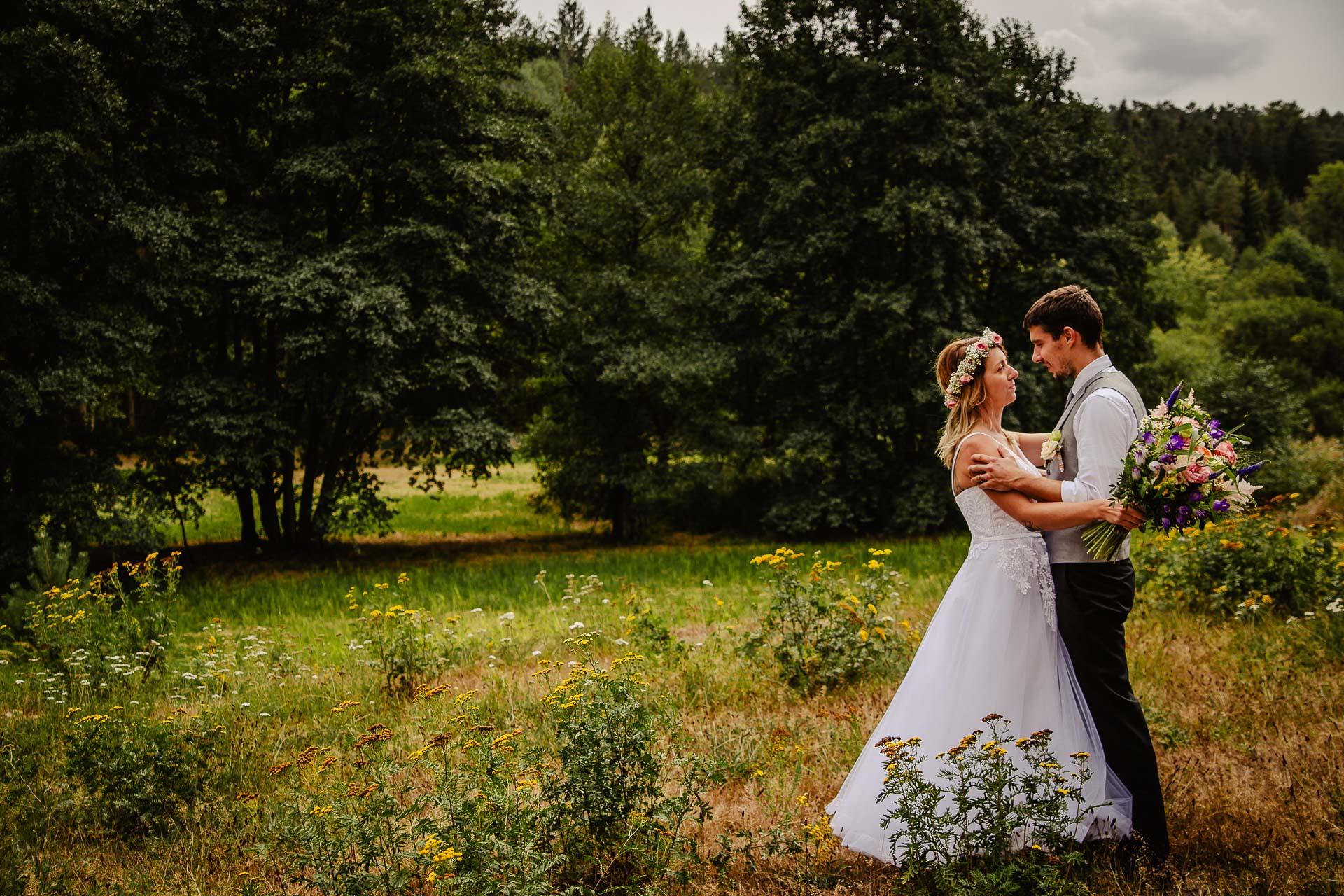 svatba v boho stylu, rustikální svatba, přírodní letní svatba Kokořínsko-144