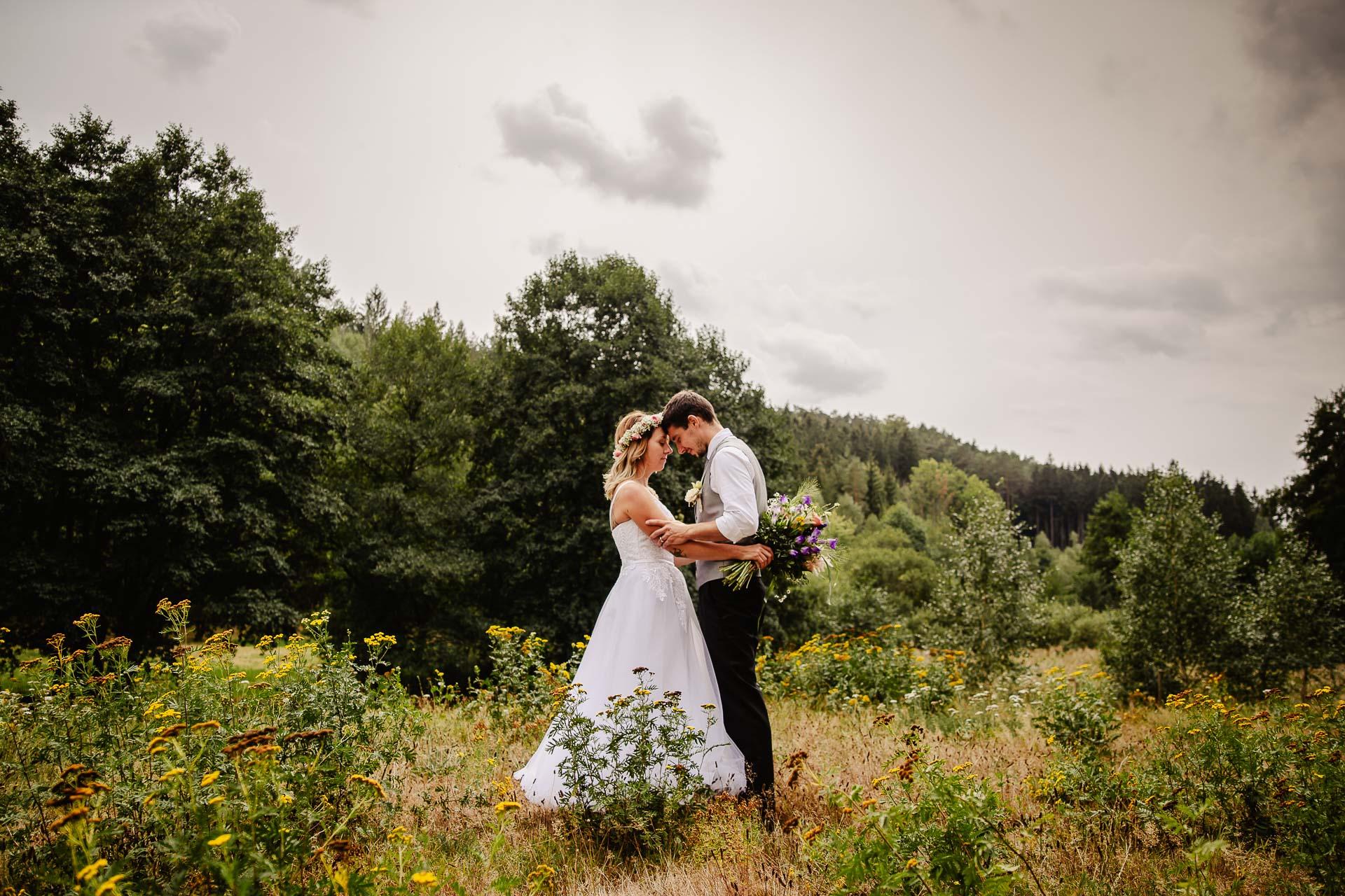 svatba v boho stylu, rustikální svatba, přírodní letní svatba Kokořínsko-145