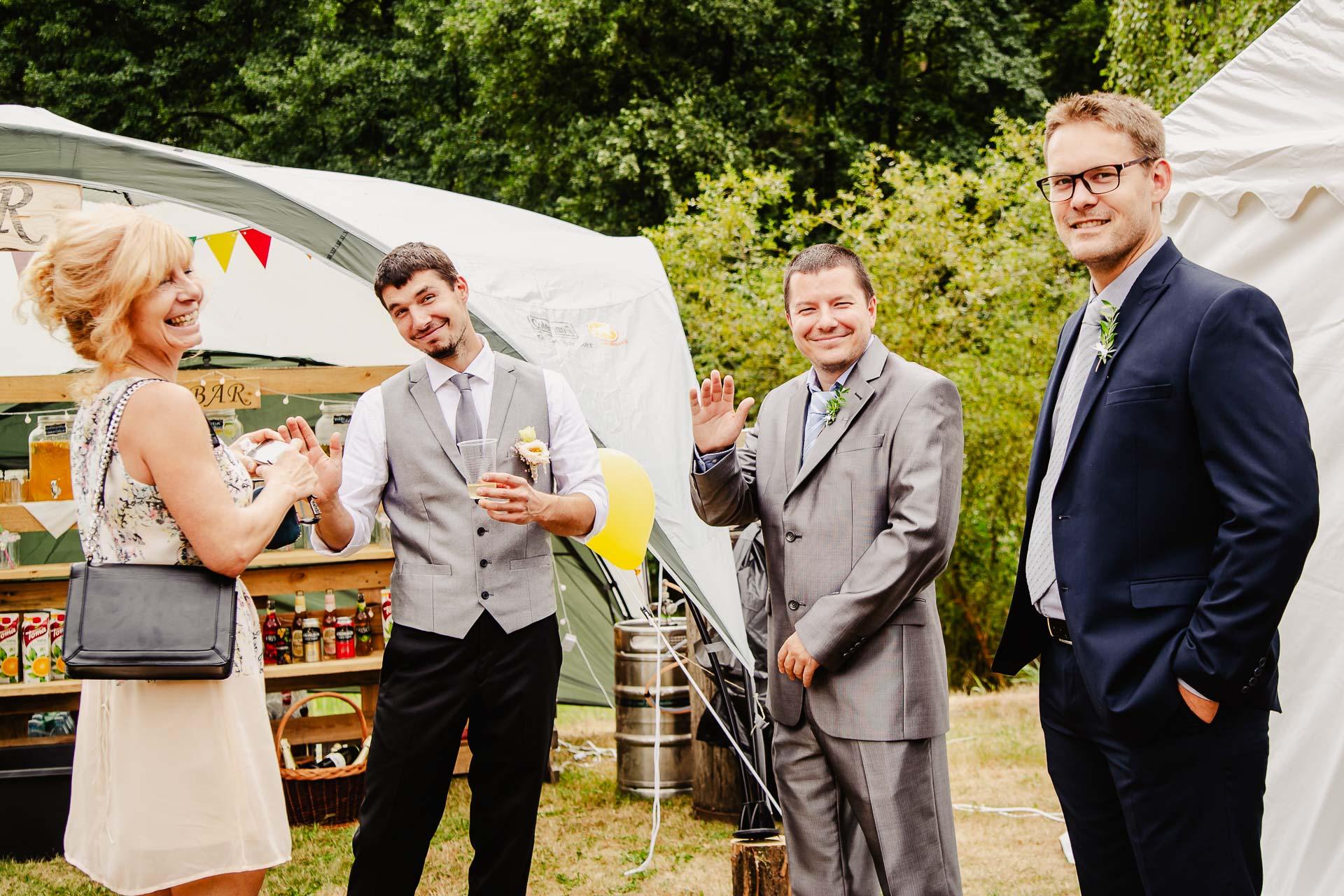 svatba v boho stylu, rustikální svatba, přírodní letní svatba Kokořínsko-25