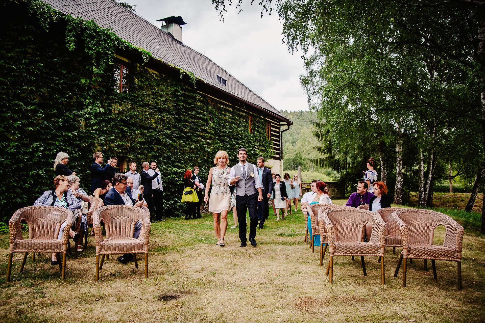 svatba v boho stylu, rustikální svatba, přírodní letní svatba Kokořínsko-33