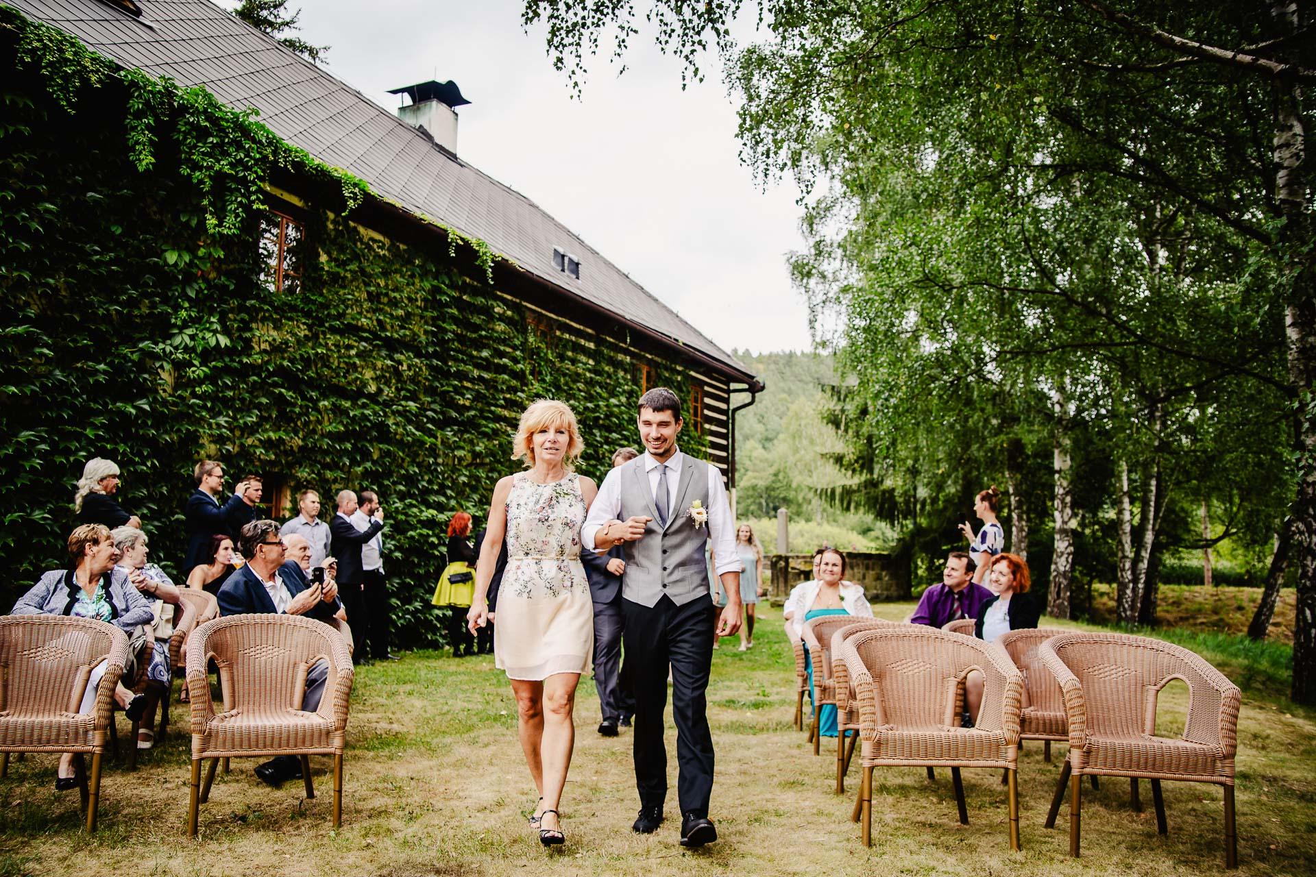 svatba v boho stylu, rustikální svatba, přírodní letní svatba Kokořínsko-34
