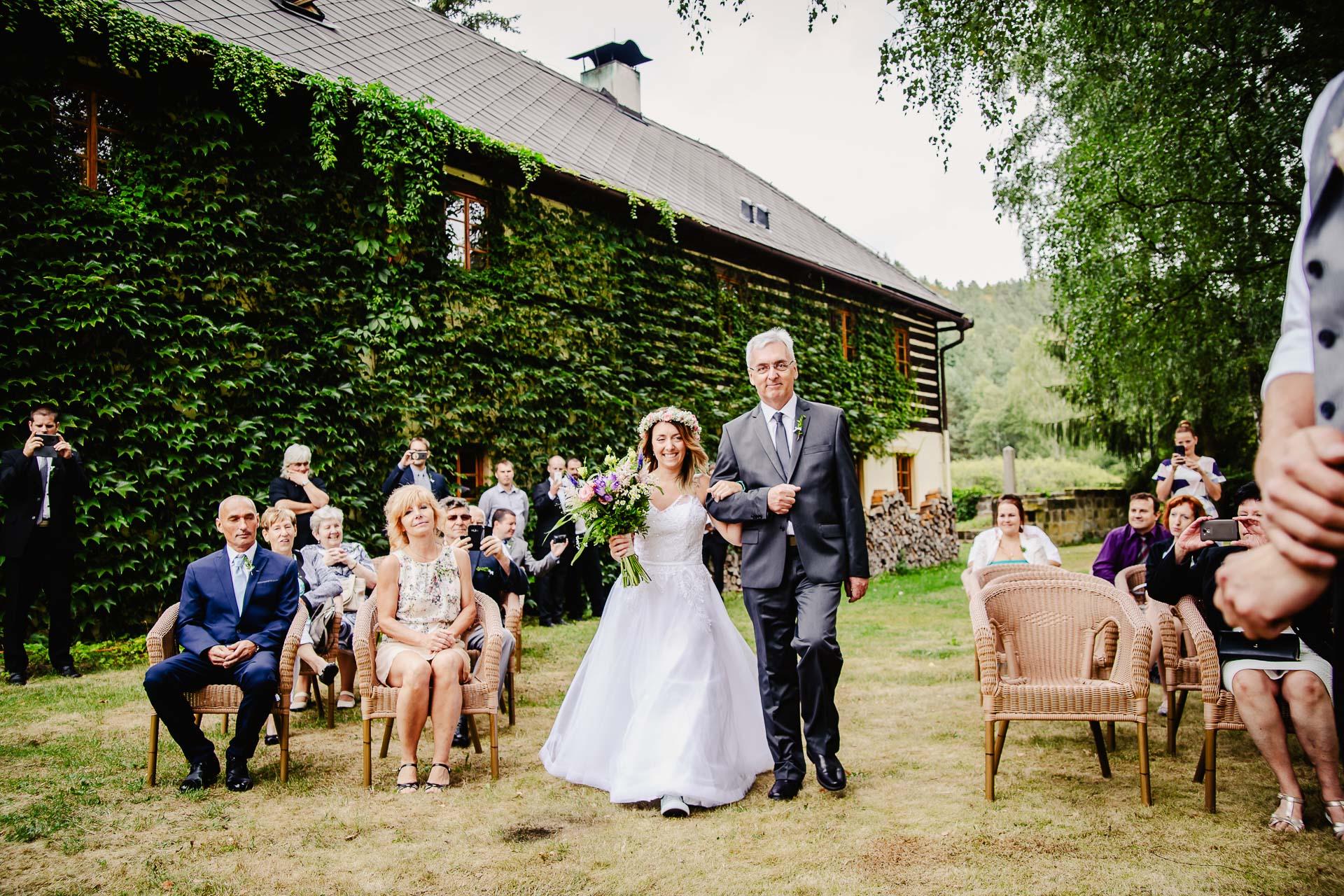 svatba v boho stylu, rustikální svatba, přírodní letní svatba Kokořínsko-39