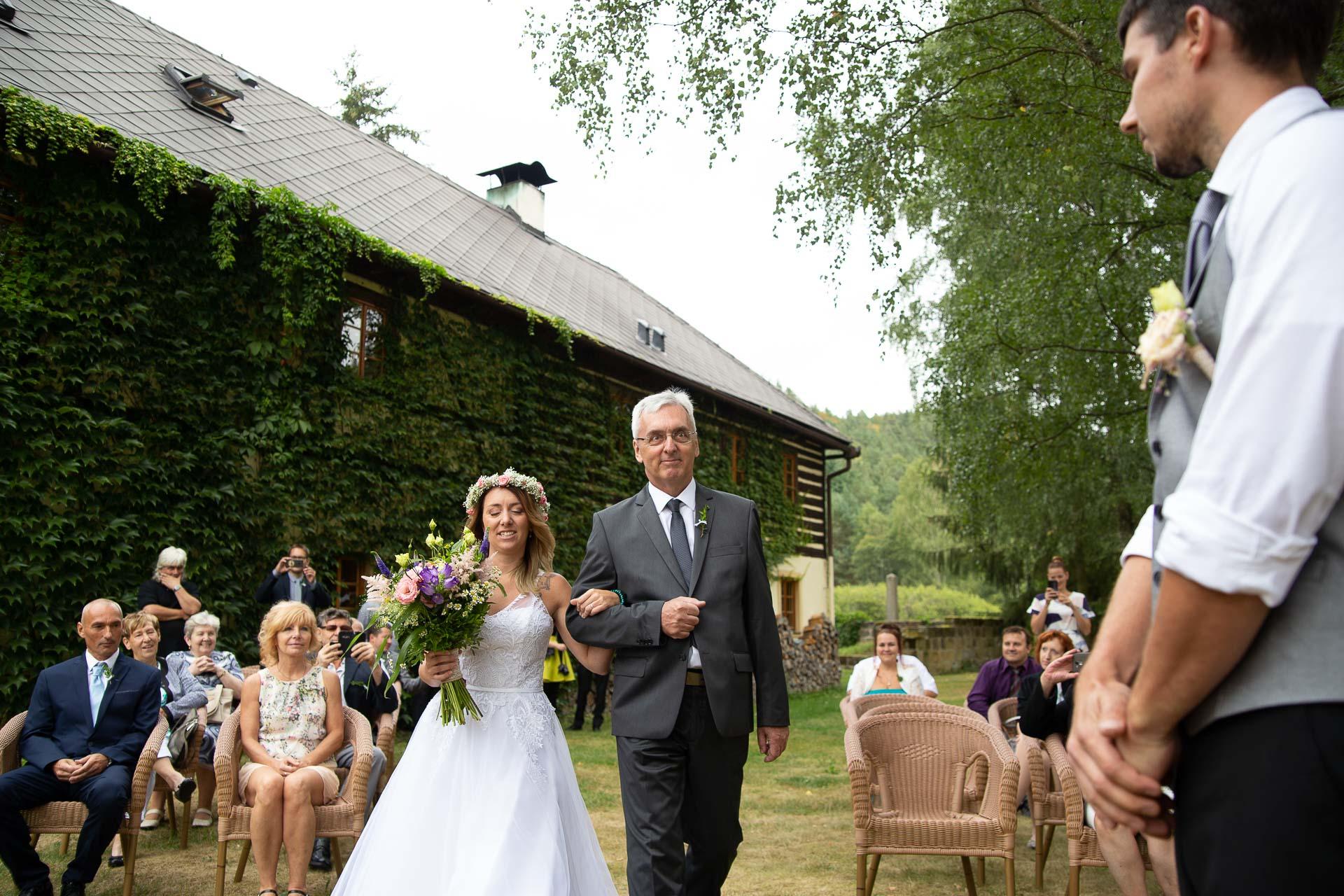svatba v boho stylu, rustikální svatba, přírodní letní svatba Kokořínsko-40