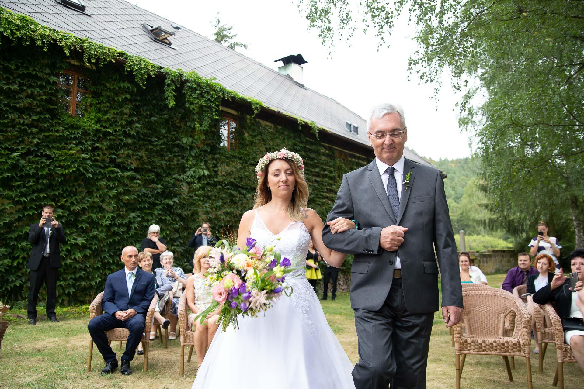 svatba v boho stylu, rustikální svatba, přírodní letní svatba Kokořínsko-41