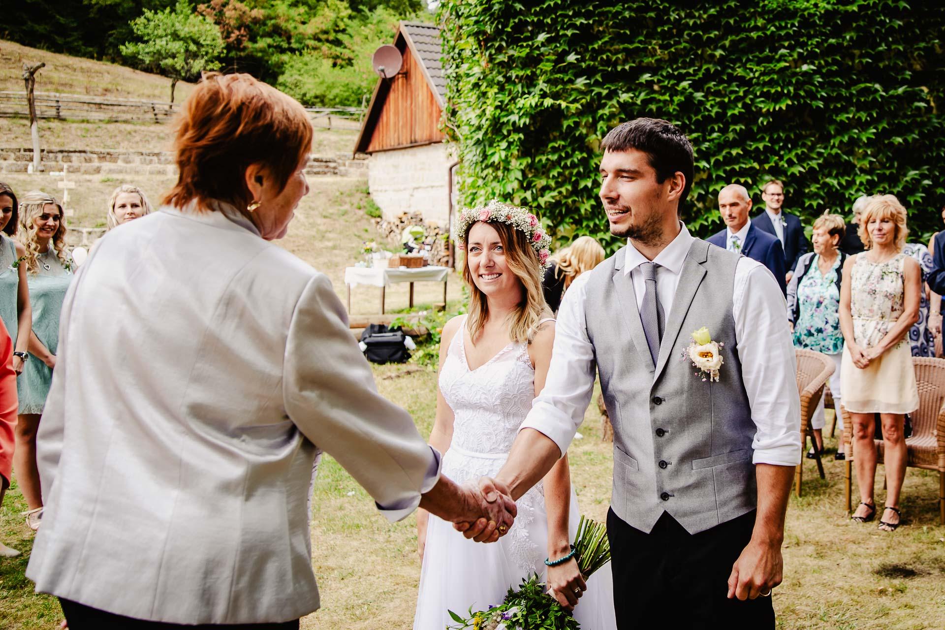 svatba v boho stylu, rustikální svatba, přírodní letní svatba Kokořínsko-70