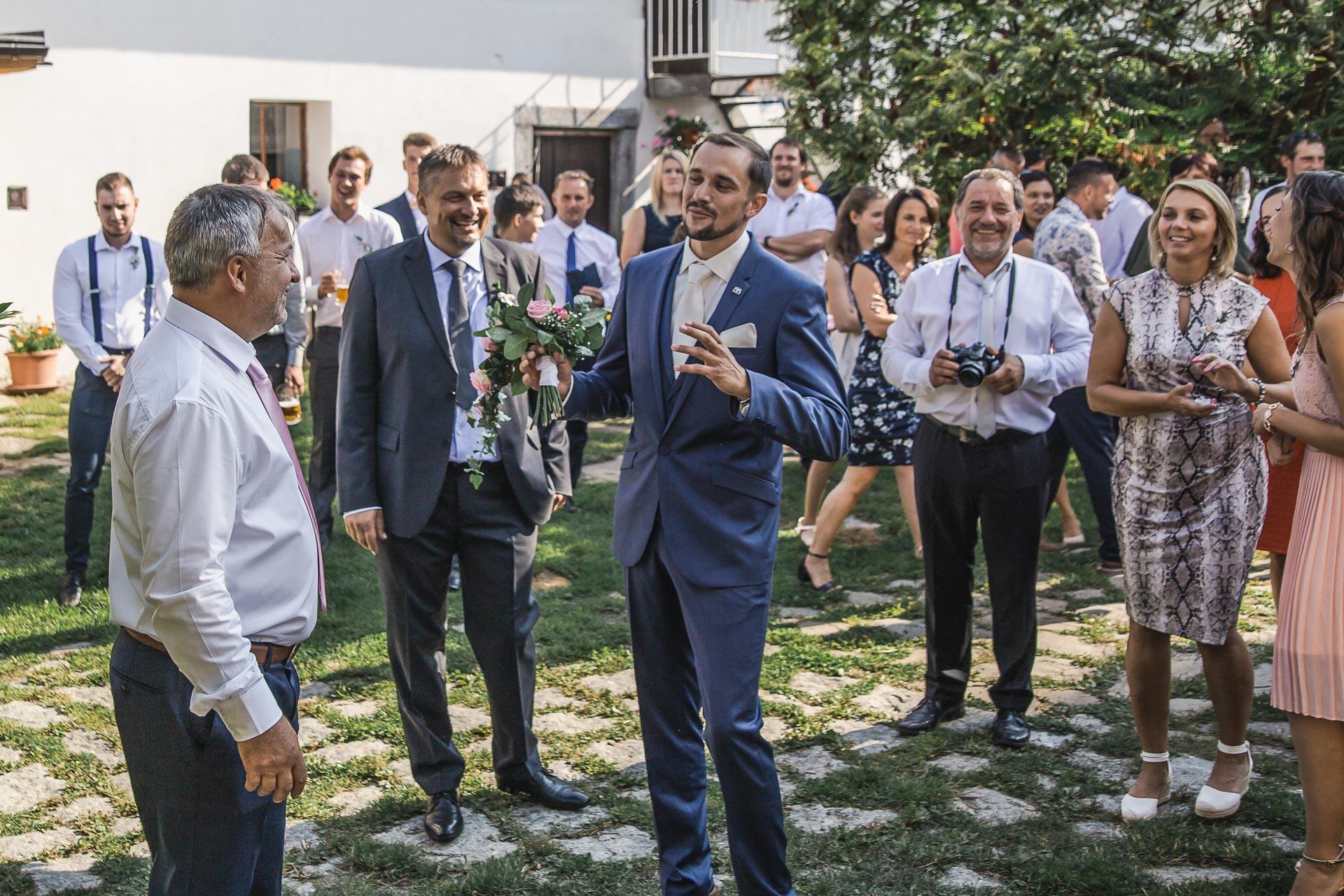 svatební-fotograf-wedding-svatebni-video-orlík-vltava-kostel-statek-stodola-boho-svatba-Beautyfoto-106