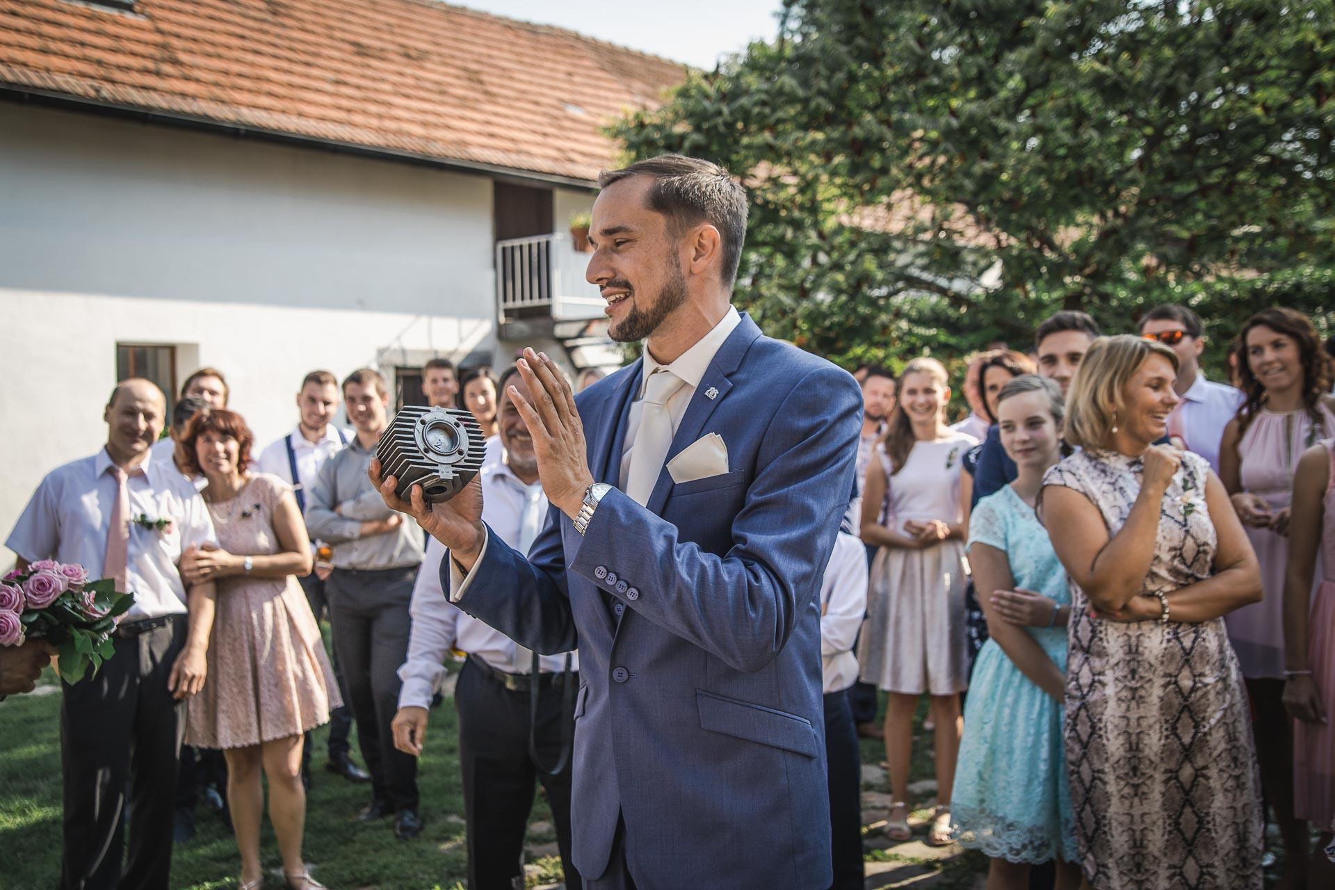 svatební-fotograf-wedding-svatebni-video-orlík-vltava-kostel-statek-stodola-boho-svatba-Beautyfoto-119