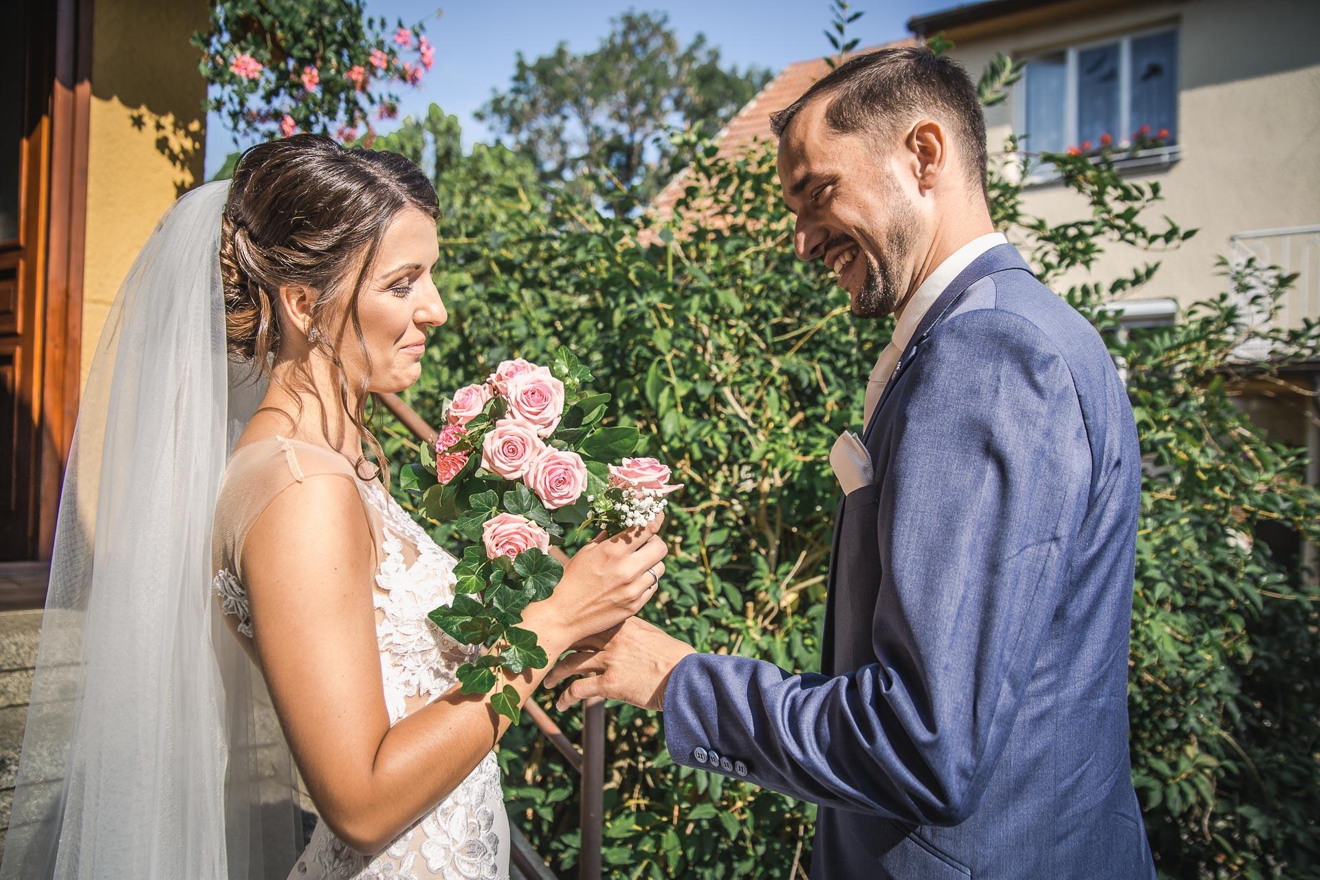 svatební-fotograf-wedding-svatebni-video-orlík-vltava-kostel-statek-stodola-boho-svatba-Beautyfoto-125