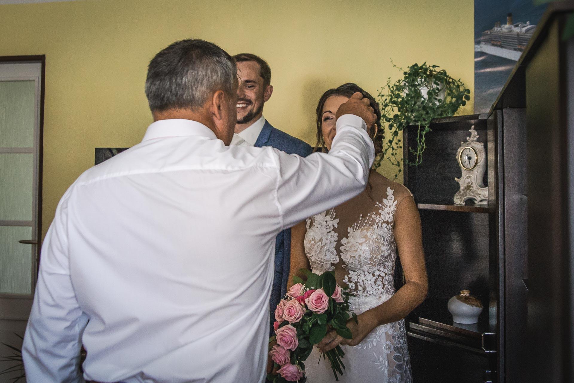 svatební-fotograf-wedding-svatebni-video-orlík-vltava-kostel-statek-stodola-boho-svatba-Beautyfoto-160