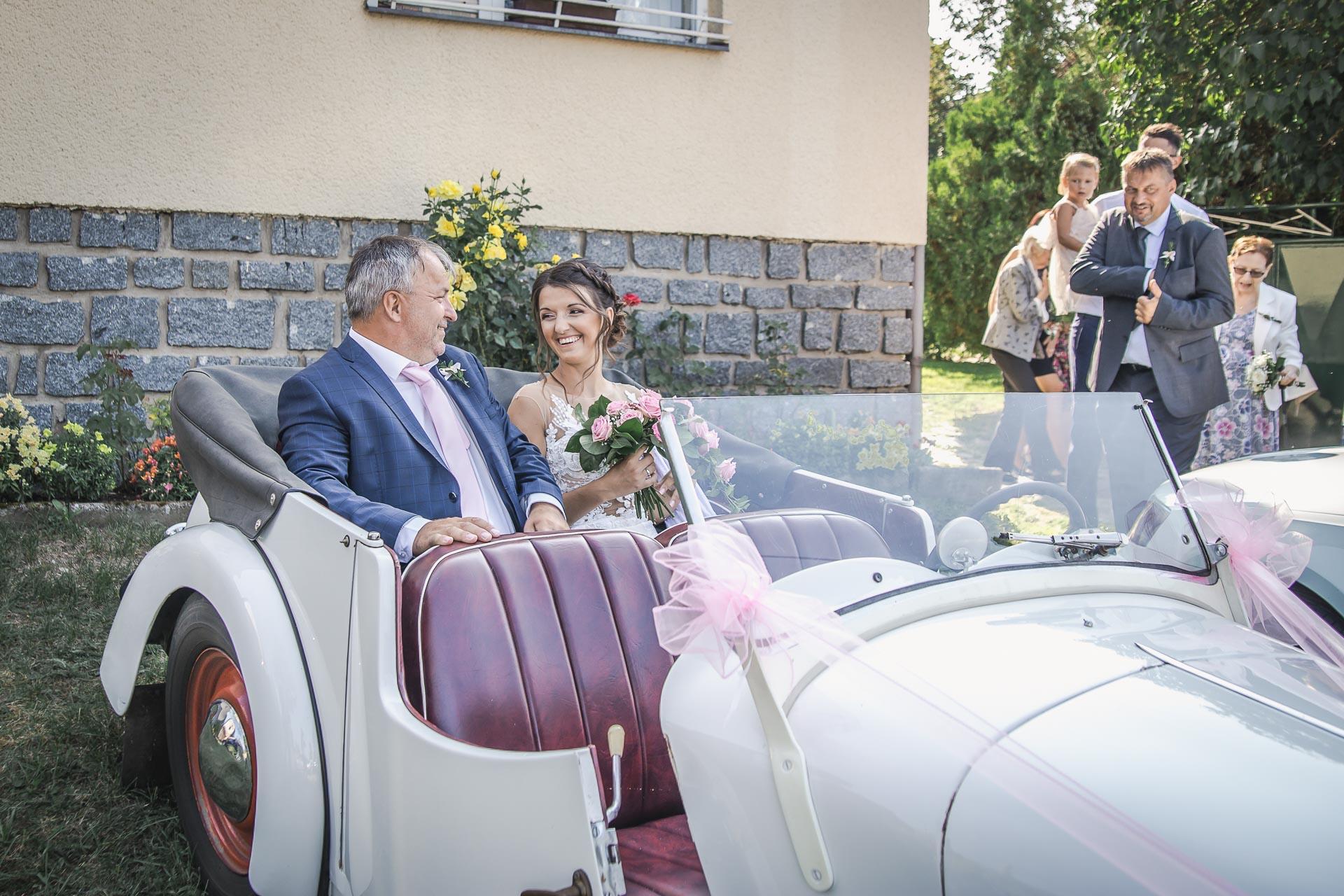 svatební-fotograf-wedding-svatebni-video-orlík-vltava-kostel-statek-stodola-boho-svatba-Beautyfoto-171