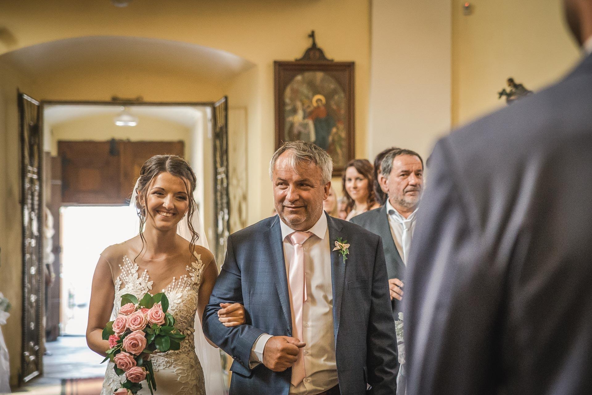 svatební-fotograf-wedding-svatebni-video-orlík-vltava-kostel-statek-stodola-boho-svatba-Beautyfoto-195