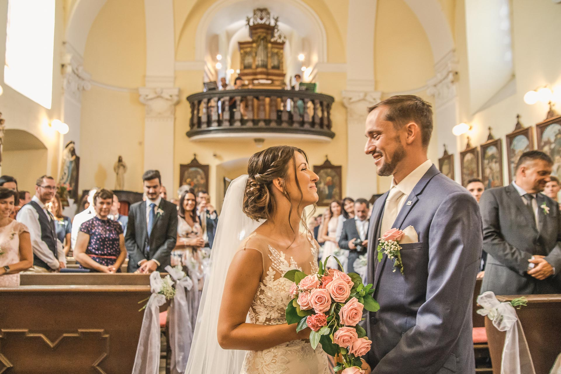 svatební-fotograf-wedding-svatebni-video-orlík-vltava-kostel-statek-stodola-boho-svatba-Beautyfoto-198
