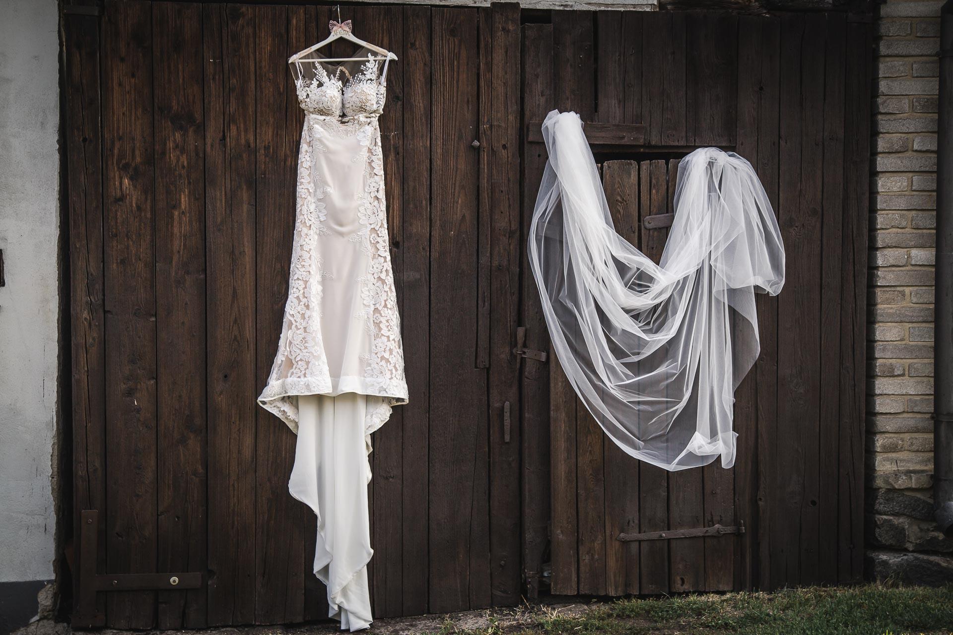 svatební-fotograf-wedding-svatebni-video-orlík-vltava-kostel-statek-stodola-boho-svatba-Beautyfoto-2