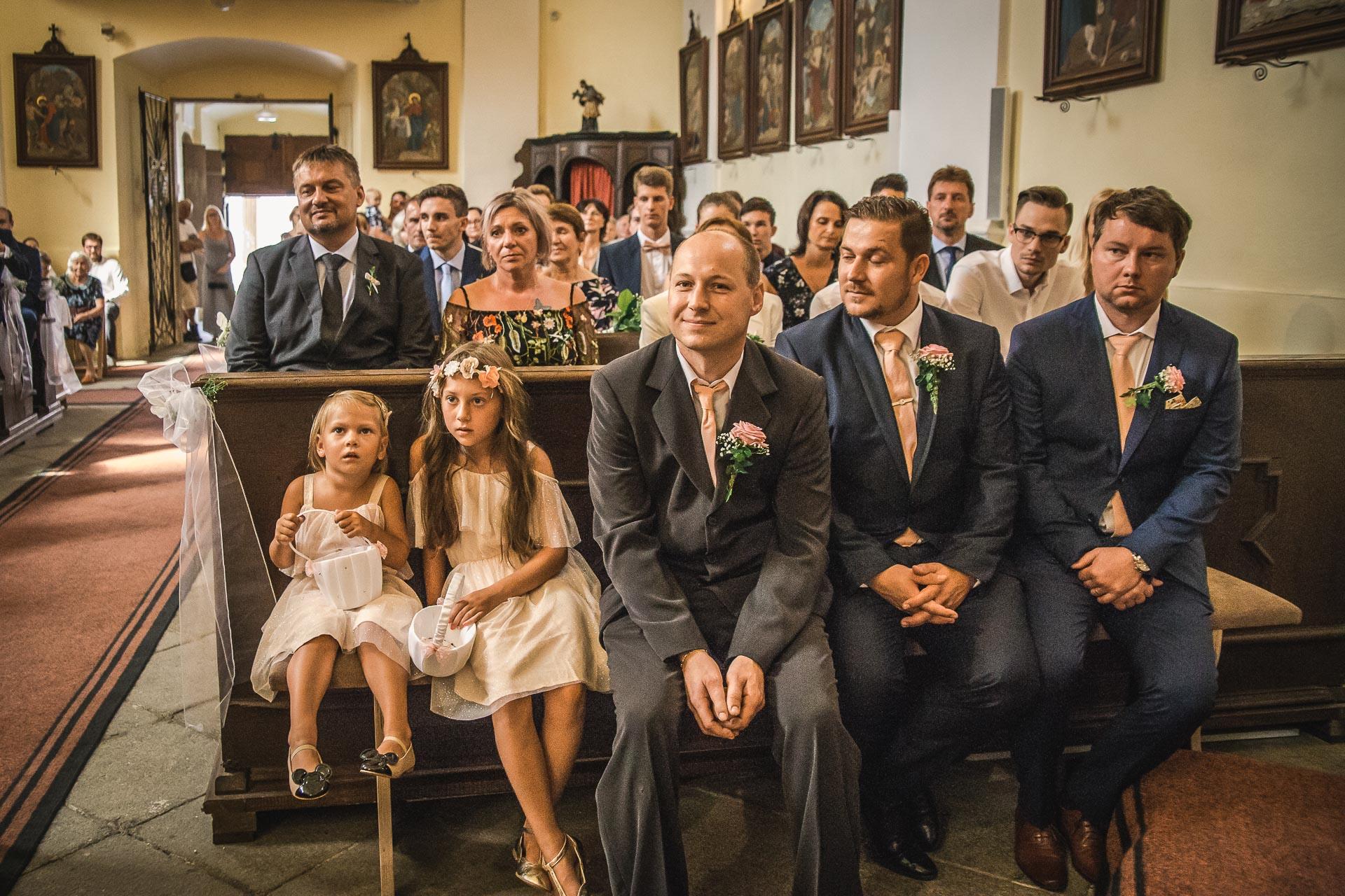 svatební-fotograf-wedding-svatebni-video-orlík-vltava-kostel-statek-stodola-boho-svatba-Beautyfoto-209