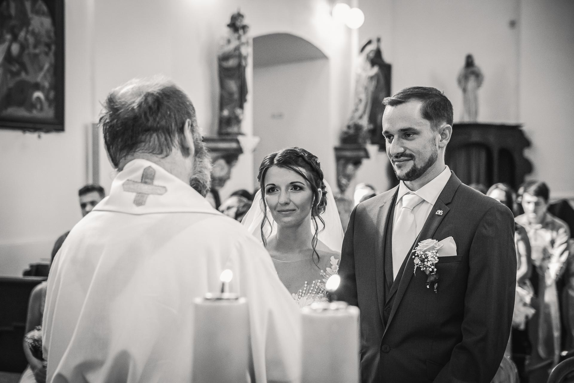 svatební-fotograf-wedding-svatebni-video-orlík-vltava-kostel-statek-stodola-boho-svatba-Beautyfoto-225