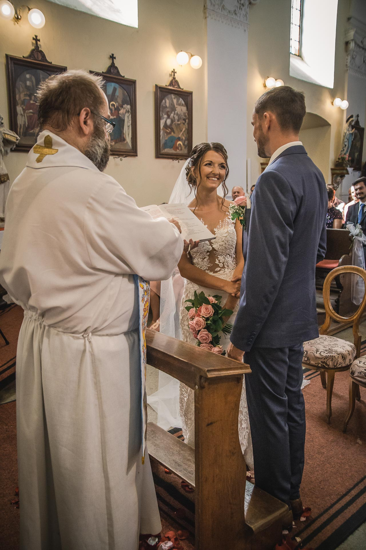 svatební-fotograf-wedding-svatebni-video-orlík-vltava-kostel-statek-stodola-boho-svatba-Beautyfoto-228