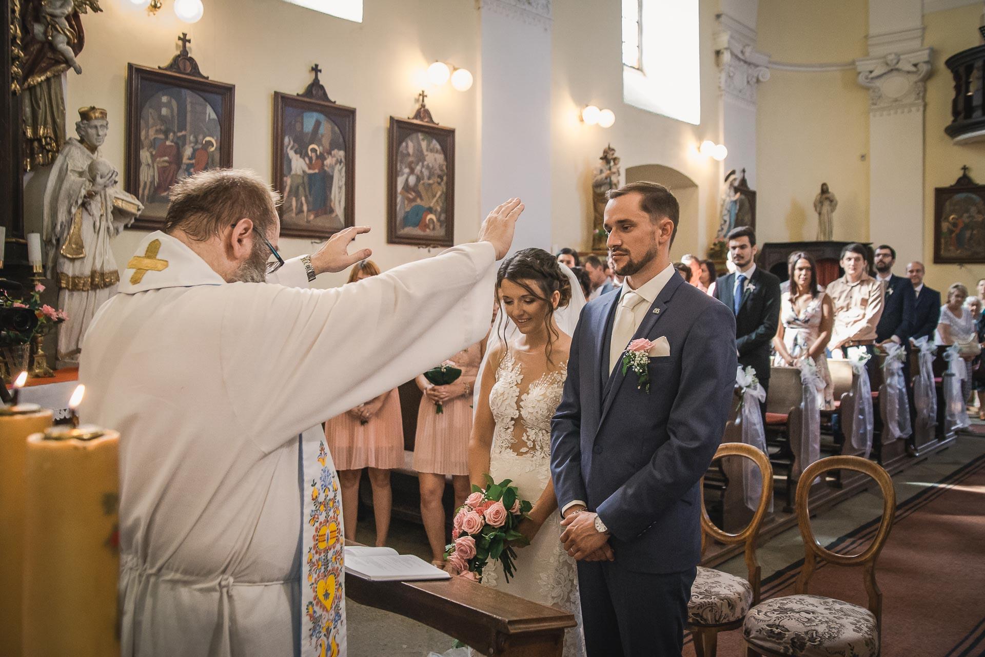 svatební-fotograf-wedding-svatebni-video-orlík-vltava-kostel-statek-stodola-boho-svatba-Beautyfoto-259