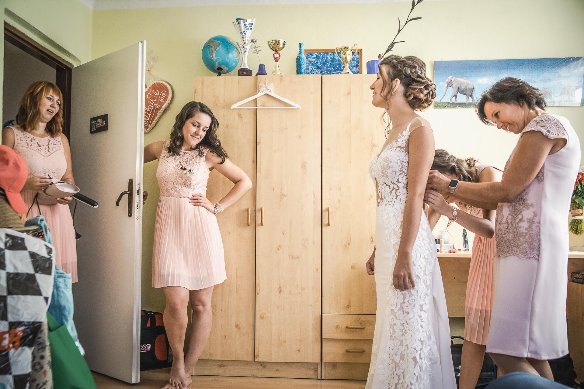 svatební-fotograf-wedding-svatebni-video-orlík-vltava-kostel-statek-stodola-boho-svatba-Beautyfoto-28