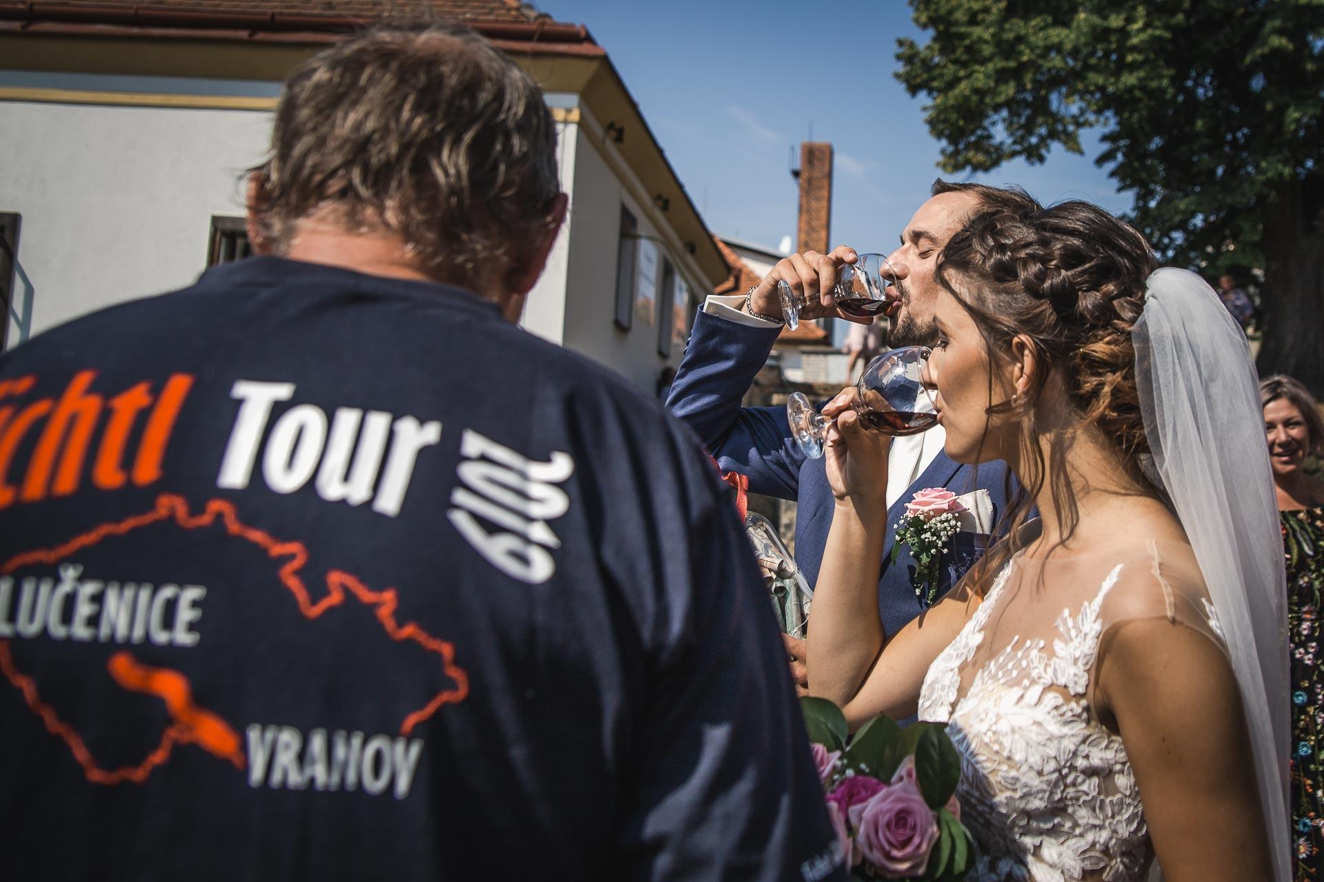 svatební-fotograf-wedding-svatebni-video-orlík-vltava-kostel-statek-stodola-boho-svatba-Beautyfoto-306