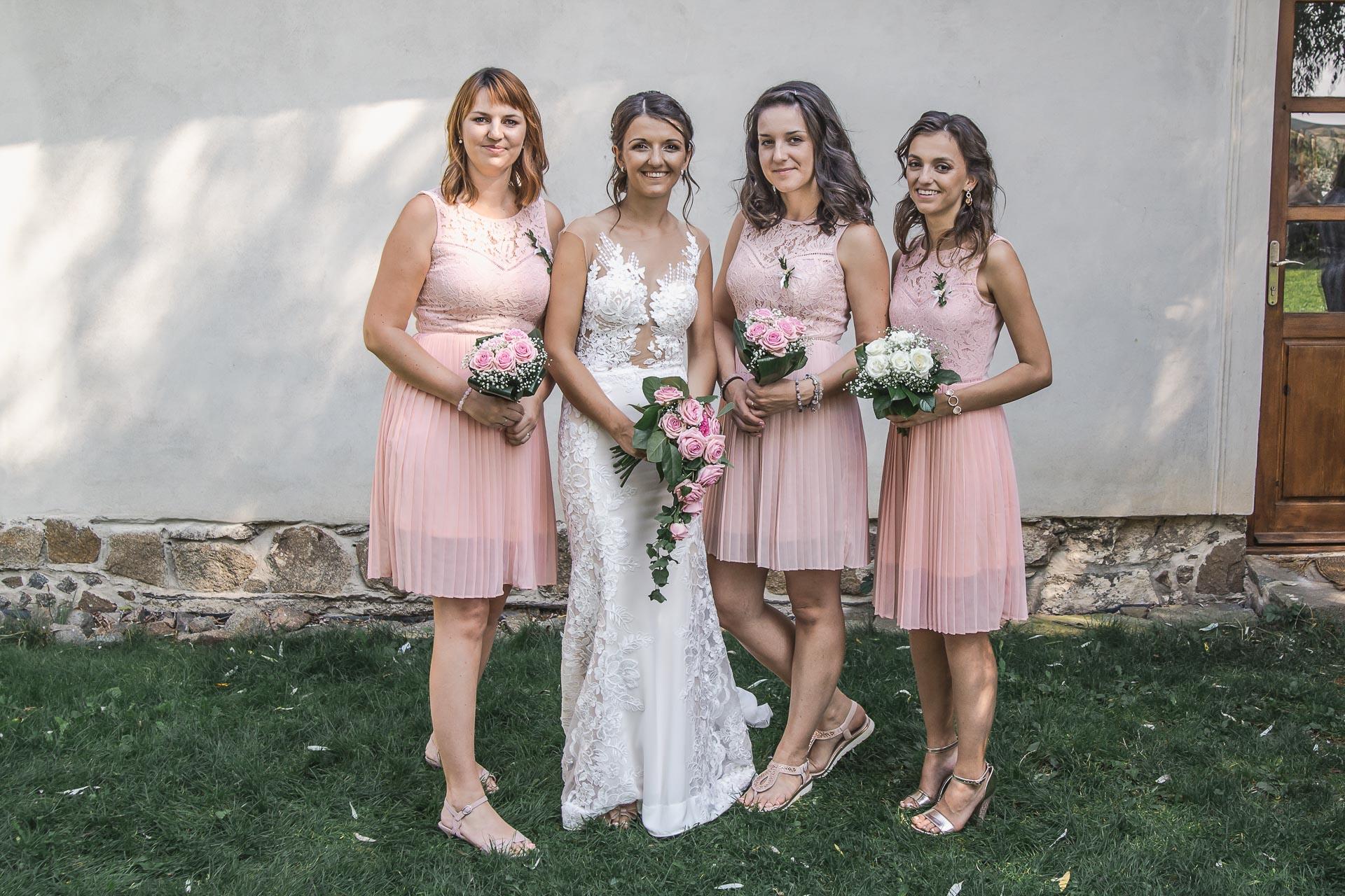 svatební-fotograf-wedding-svatebni-video-orlík-vltava-kostel-statek-stodola-boho-svatba-Beautyfoto-406