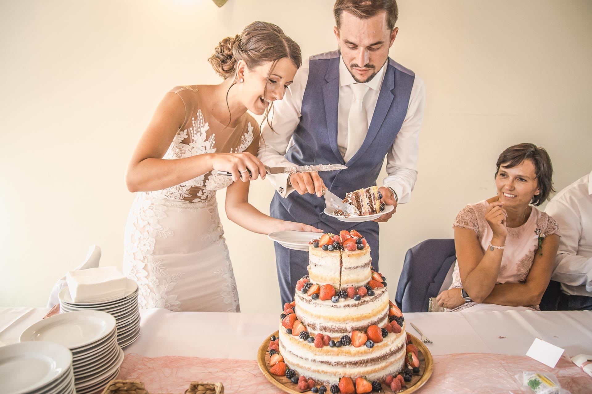 svatební-fotograf-wedding-svatebni-video-orlík-vltava-kostel-statek-stodola-boho-svatba-Beautyfoto-466