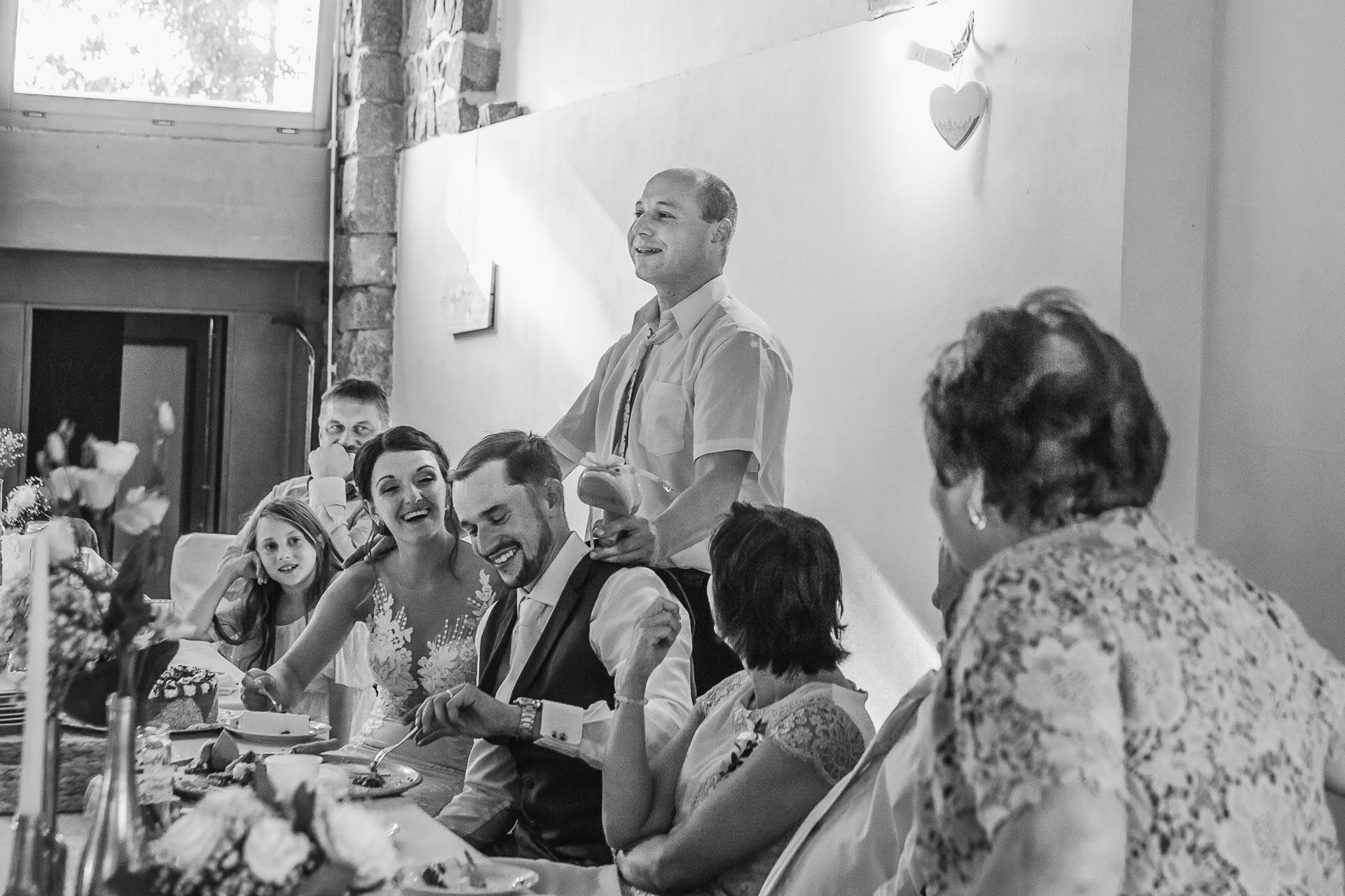 svatební-fotograf-wedding-svatebni-video-orlík-vltava-kostel-statek-stodola-boho-svatba-Beautyfoto-477