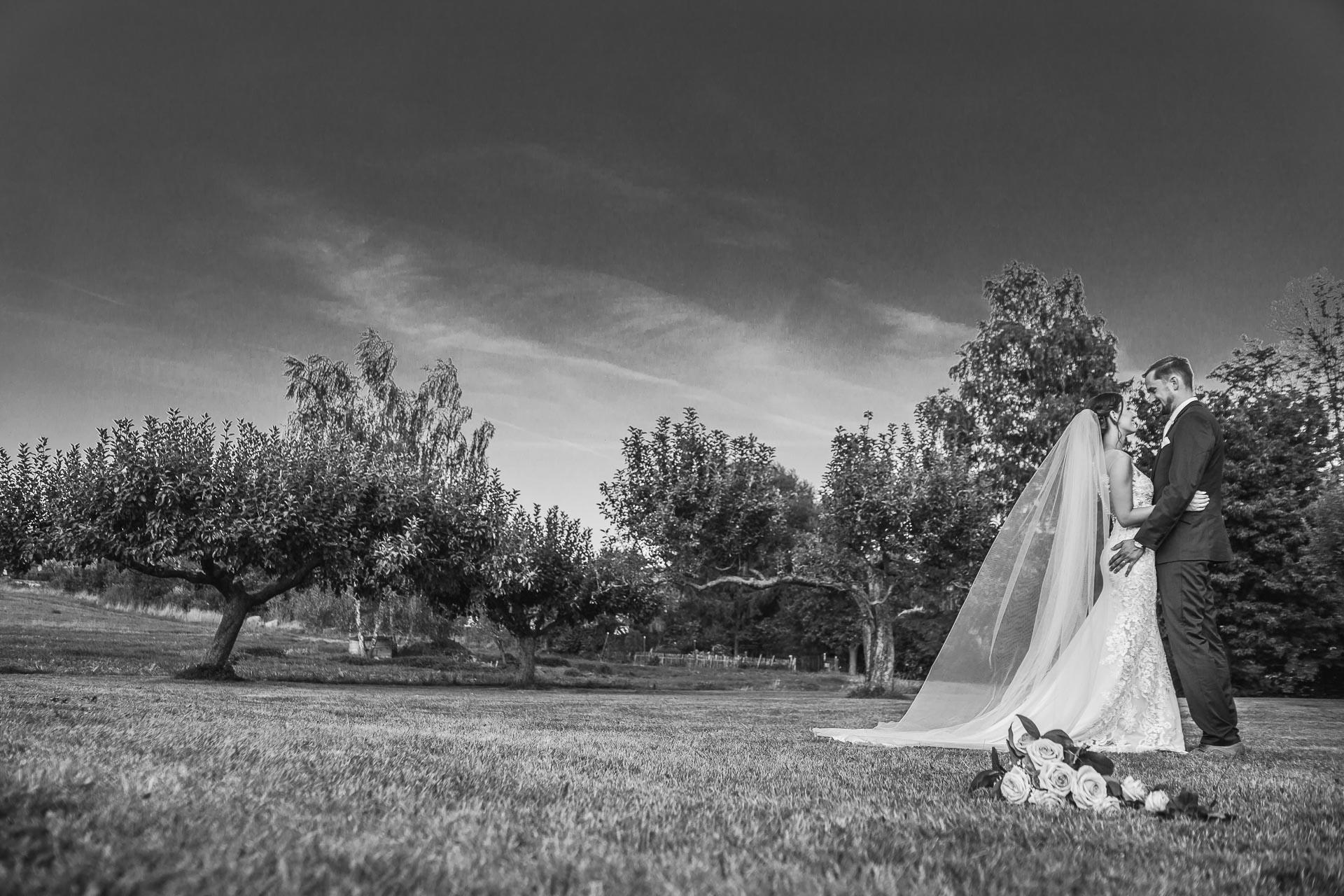 svatební-fotograf-wedding-svatebni-video-orlík-vltava-kostel-statek-stodola-boho-svatba-Beautyfoto-514