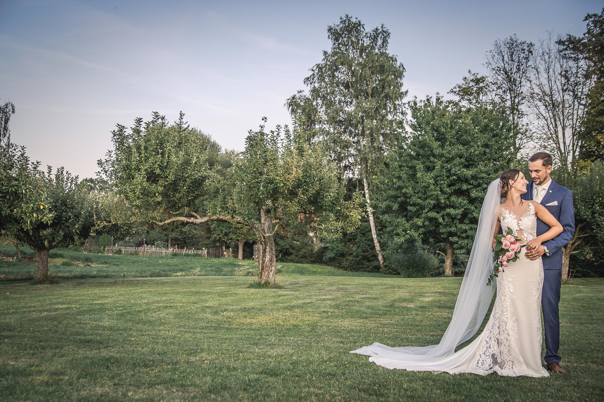 svatební-fotograf-wedding-svatebni-video-orlík-vltava-kostel-statek-stodola-boho-svatba-Beautyfoto-522