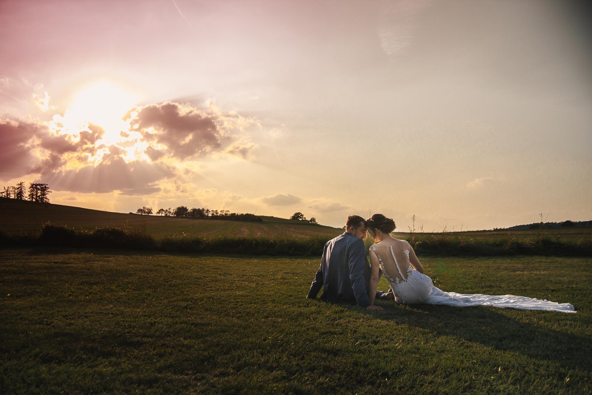 svatební-fotograf-wedding-svatebni-video-orlík-vltava-kostel-statek-stodola-boho-svatba-Beautyfoto-530