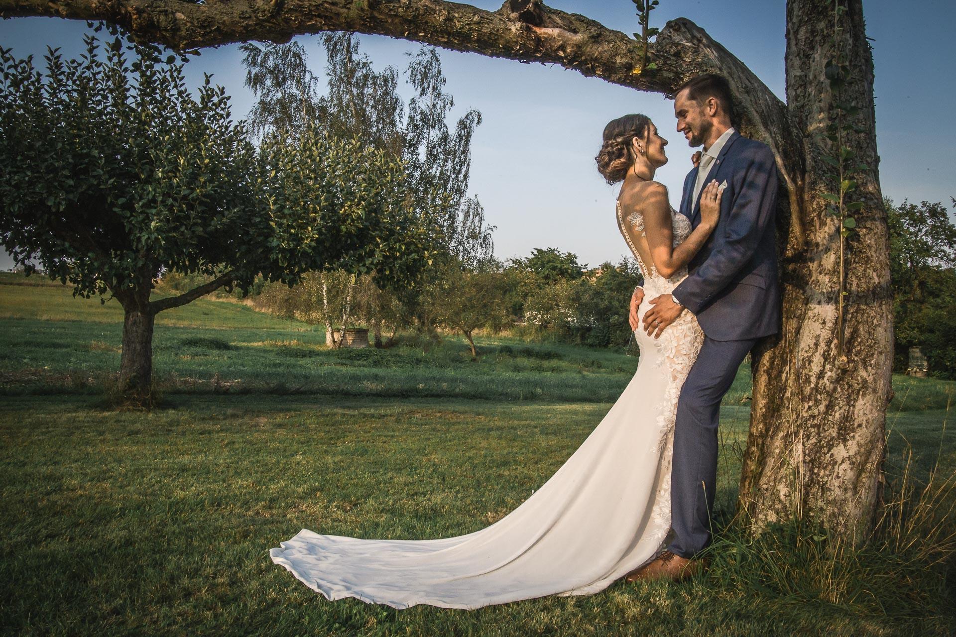 svatební-fotograf-wedding-svatebni-video-orlík-vltava-kostel-statek-stodola-boho-svatba-Beautyfoto-534