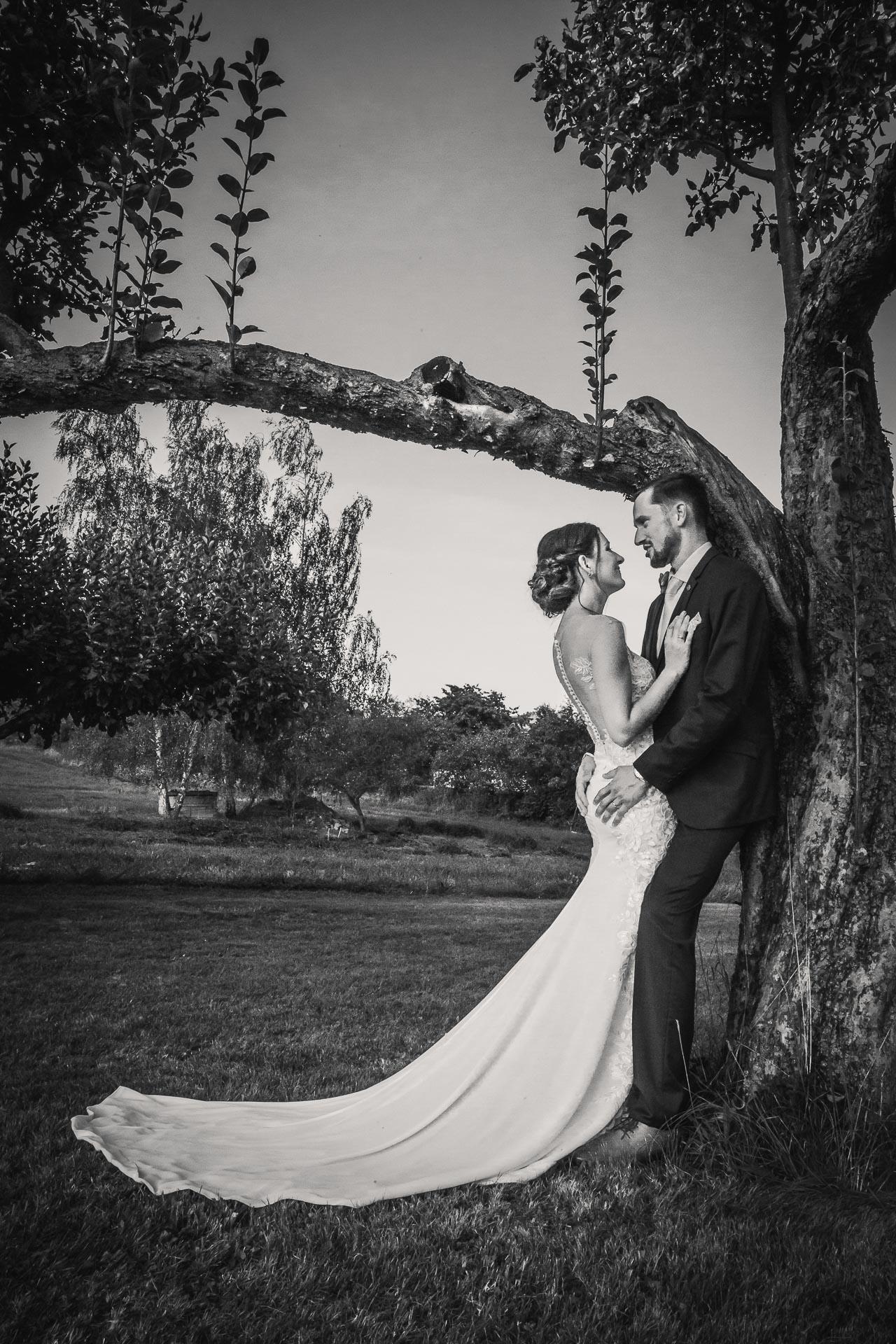 svatební-fotograf-wedding-svatebni-video-orlík-vltava-kostel-statek-stodola-boho-svatba-Beautyfoto-535