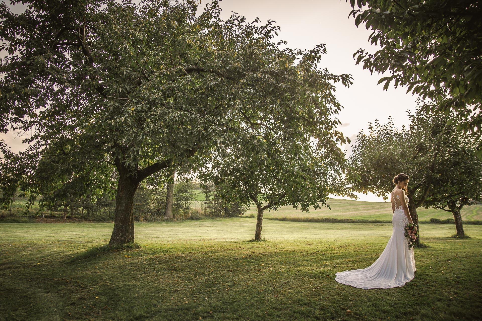 svatební-fotograf-wedding-svatebni-video-orlík-vltava-kostel-statek-stodola-boho-svatba-Beautyfoto-539