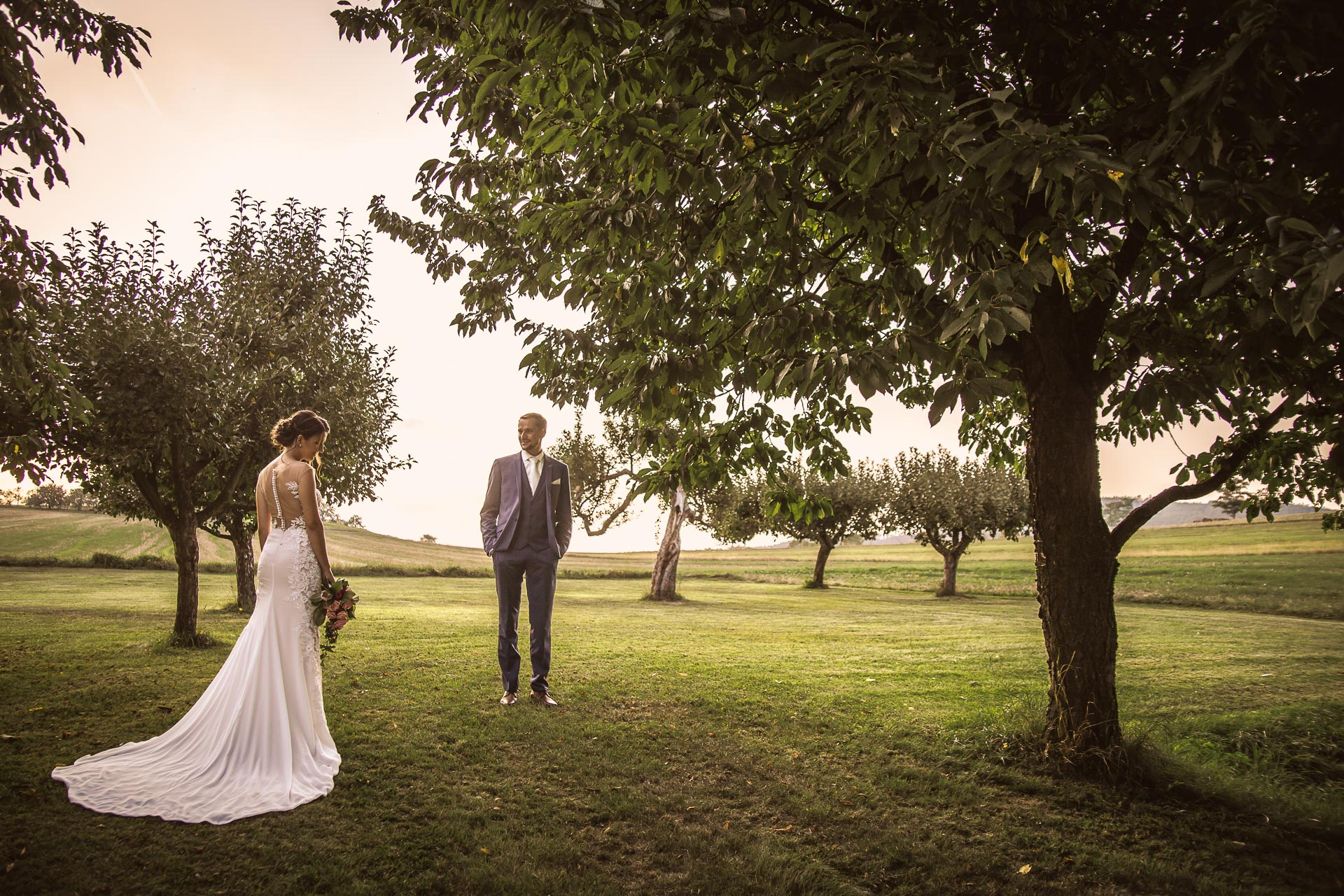 svatební-fotograf-wedding-svatebni-video-orlík-vltava-kostel-statek-stodola-boho-svatba-Beautyfoto-541