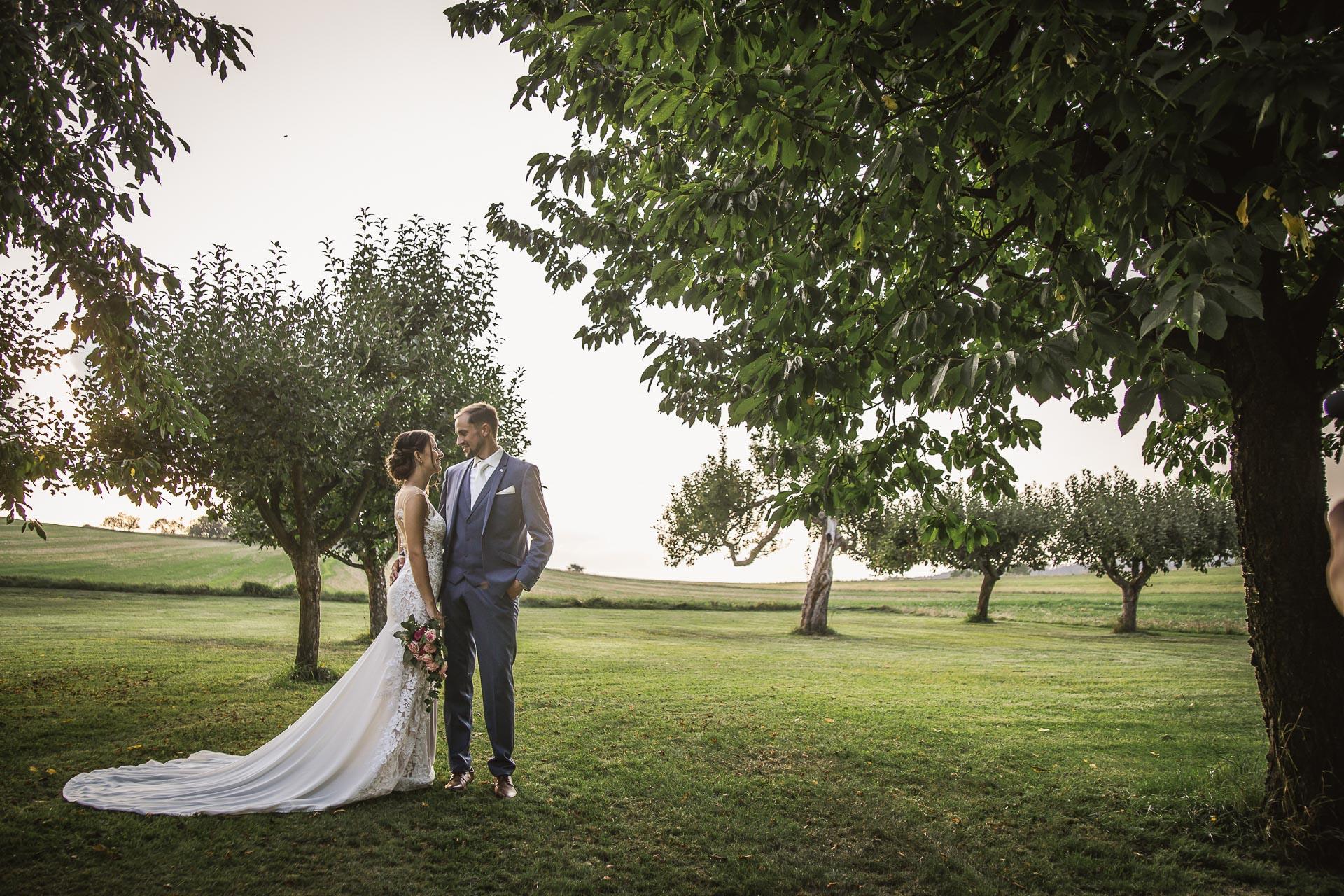 svatební-fotograf-wedding-svatebni-video-orlík-vltava-kostel-statek-stodola-boho-svatba-Beautyfoto-545