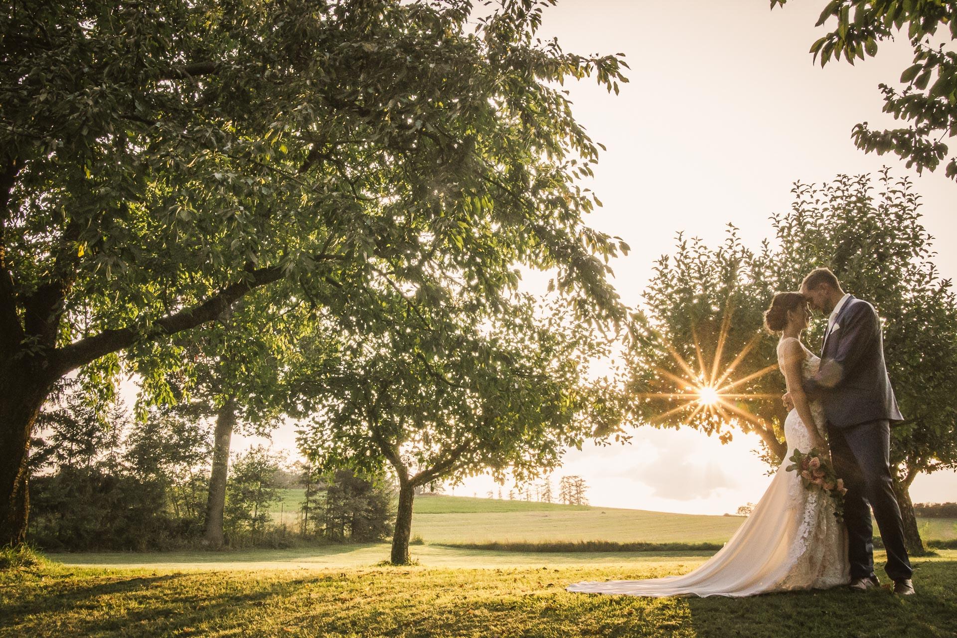 svatební-fotograf-wedding-svatebni-video-orlík-vltava-kostel-statek-stodola-boho-svatba-Beautyfoto-549