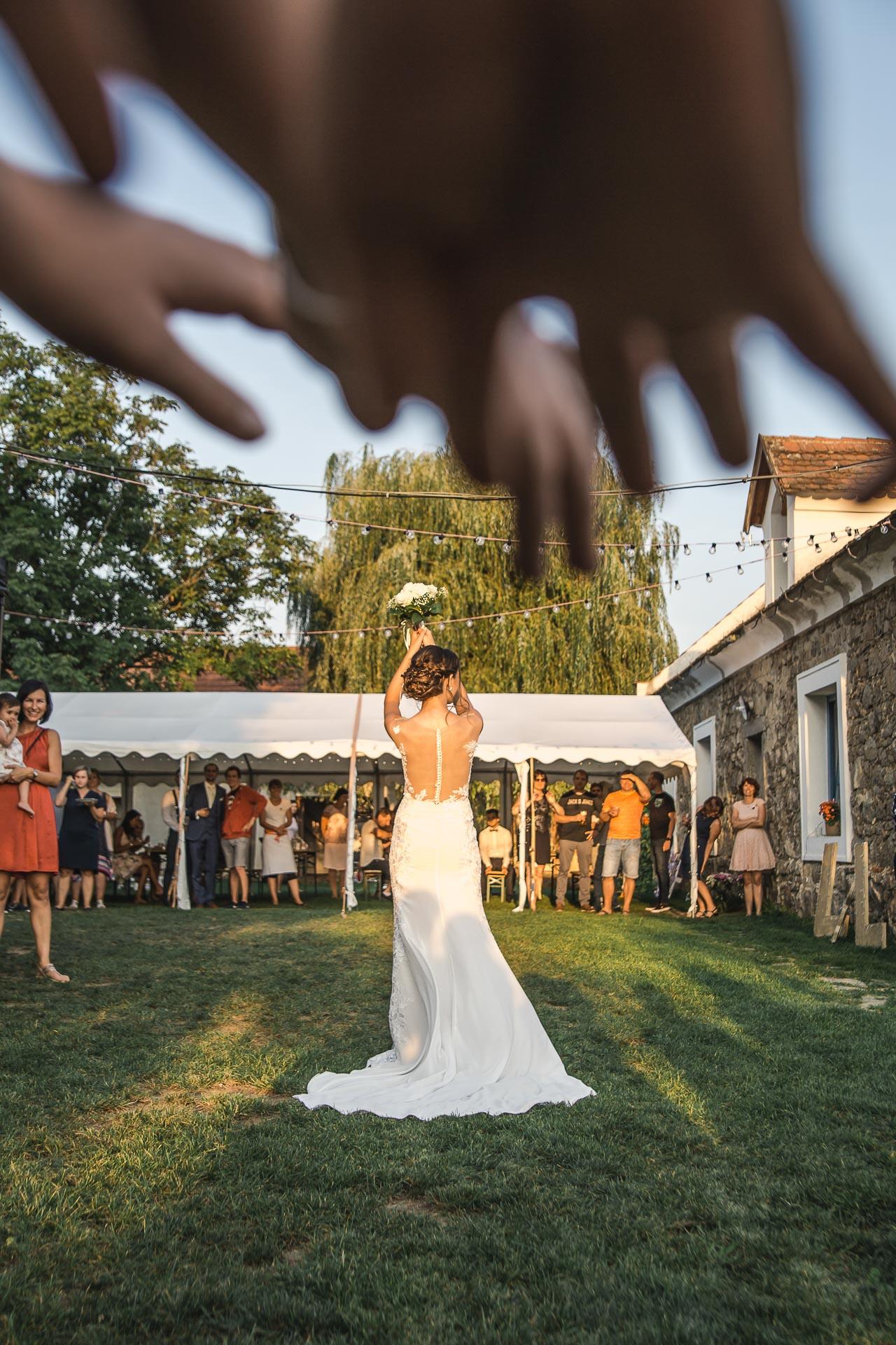 svatební-fotograf-wedding-svatebni-video-orlík-vltava-kostel-statek-stodola-boho-svatba-Beautyfoto-562